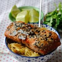 Repas en moins de 15 minutes : Saumon Mariné,Miel,Soja,Sésame et Nouilles Oignons et Petits Pois