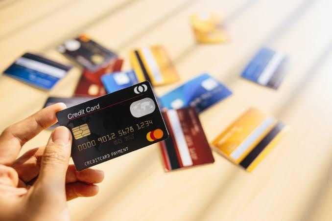 डिफेंस पर्सन के लिए 5 बेस्ट क्रेडिट कार्ड, क्रेडिट कार्ड के फायदे तथा नुकसान के साथ।