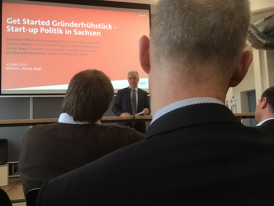Der Ministerpräsident spricht, die Gründer hören zu. Foto: Stephan Hönigschmid