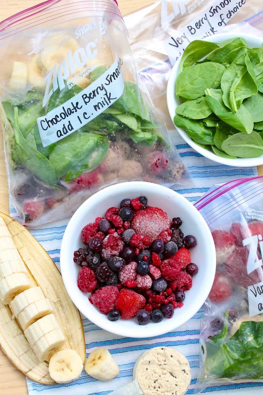 5-Ingredient Very Berry Smoothie (and make-ahead smoothie packs)