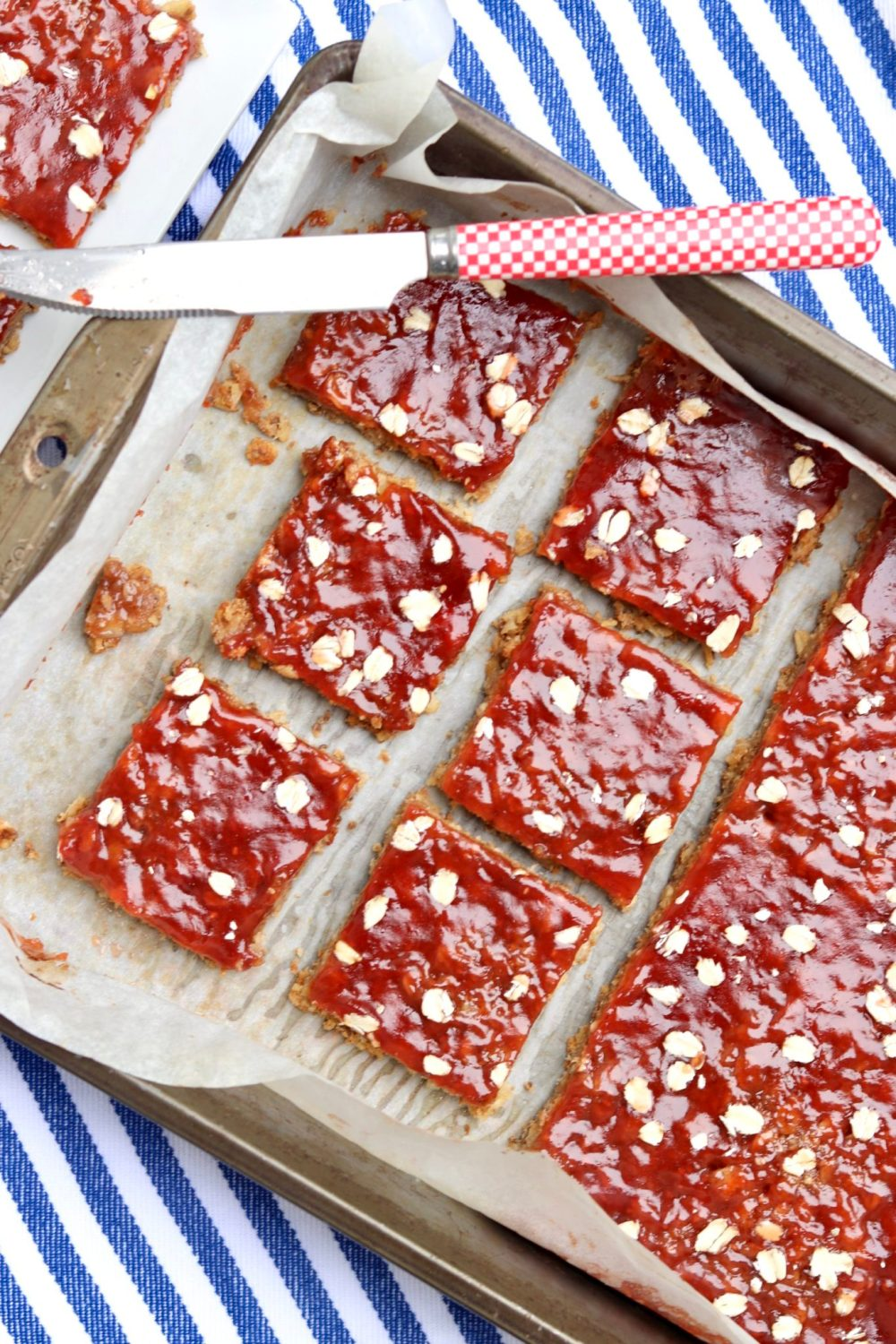 PB&J Breakfast Bars -Healthy, filling and easy to make, Rachel Ray herselfthinks these tasty bars are a total win!Convenient for grab-and-go breakfasts and anytime snacking.