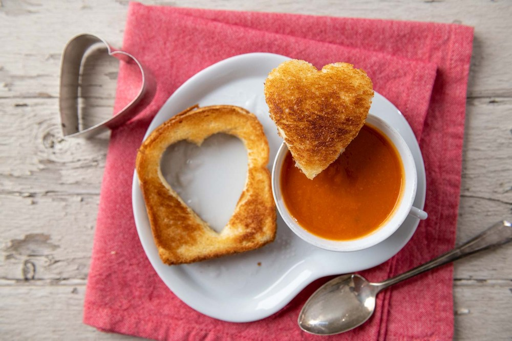 Grilled cheese and tomato soup are a match made it heaven...one that becomes infinitely more fabulous with a simple twist!