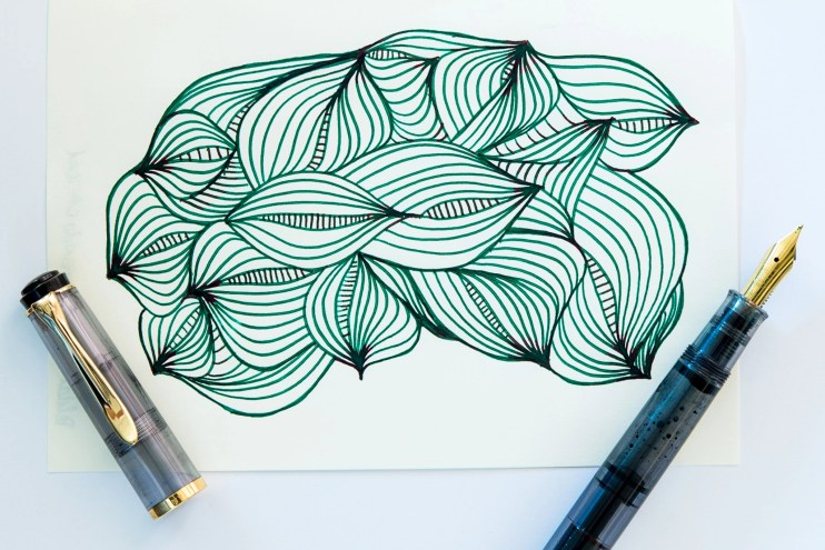 using fountain pens to doodle organic pattern