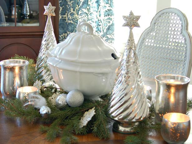 Add a Classic Touch to Your Christmas Table Decorations