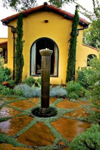 Landscape Design Ideas - The Mediterranean Garden | Founterior