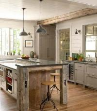 Small cottage kitchen with modern pendants | Founterior