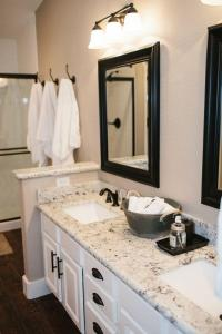 Bathroom and Kitchen Granite Countertops  Pros and Cons ...