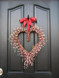 Valentine's day wreath - on the front door | Founterior