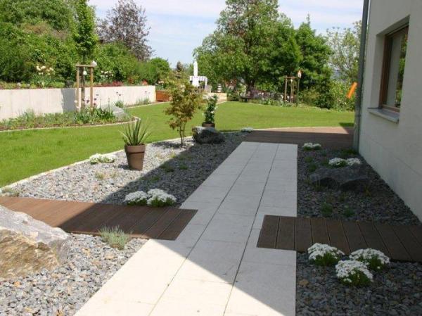 minimalist garden comfortable