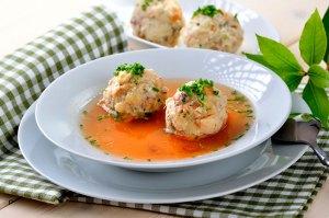 Что попробовать в Инсбруке из еды: суп с клецками