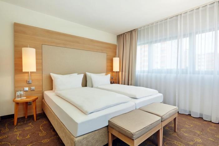 Стандартный номер в H+ Hotel Salzburg (Зальцбург, Австрия)