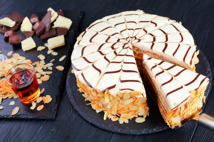 Что попробовать в Венгрии: торт Эстерхази от Карла Шумахера