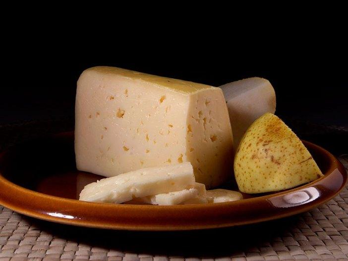 Твердый сыр Тильзитер