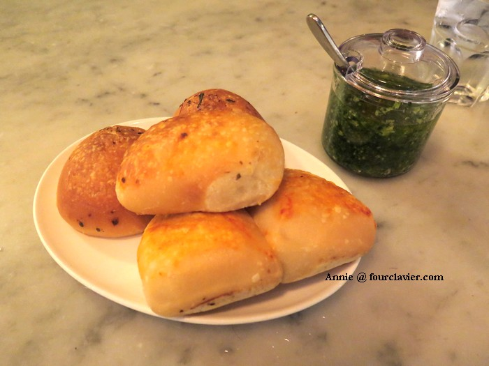 Bread, garlic & parsley
