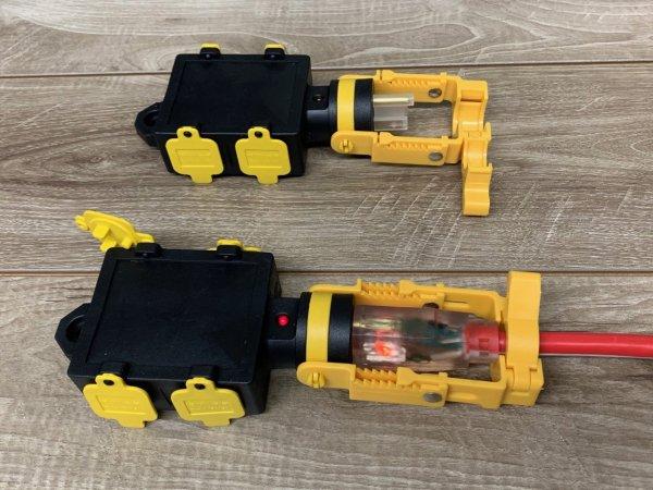 HEAVY DUTY QUAD EXTENSION CORD ADAPTOR WITH CORDLOCKER COLLAR & LED