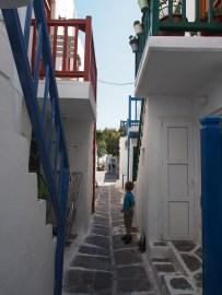 narrow streets of Mykonos