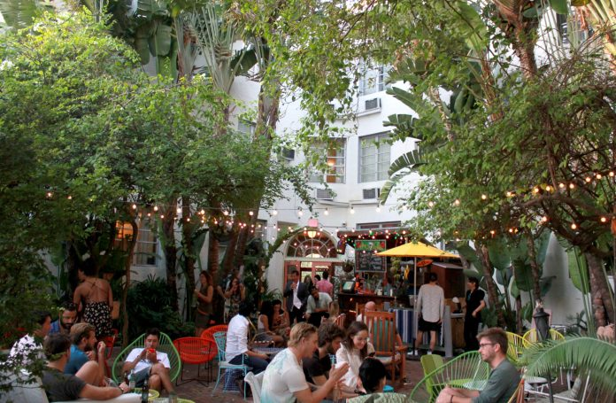 Miami outdoor bars