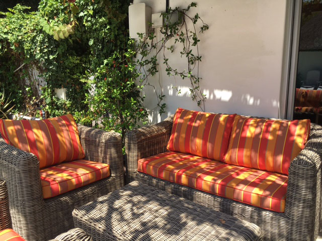 Colonnade Summer with plain piping cushion covers