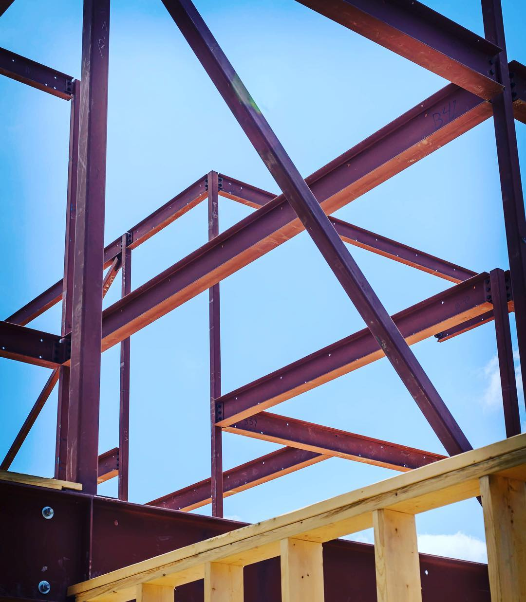 The secret behind modern residential architecture. Lots of steel. Built by @foursquarebuilders photo by @redpantsstudio