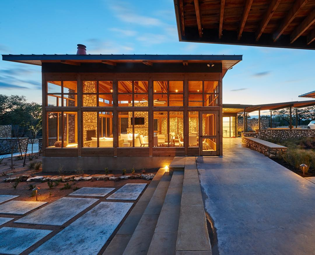 Summertime is screen porch time in the Texas Hill Country. Built by @foursquarebuilders