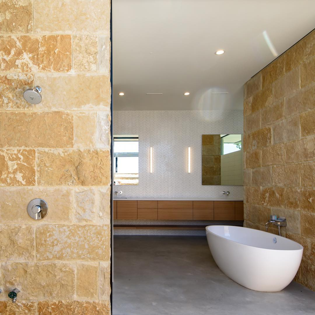 Bring the outdoors in with this shower and tub combination courtesy of a Fleetwood pocket door. Built by @foursquarebuilders Designed by @dc_architecture Photo by @redpantsstudio