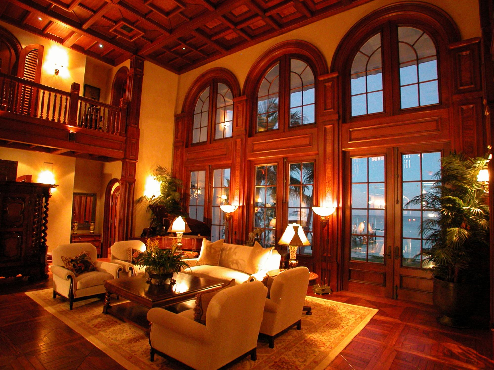 Oceanside living wrapped in mahogany and venetian plaster.