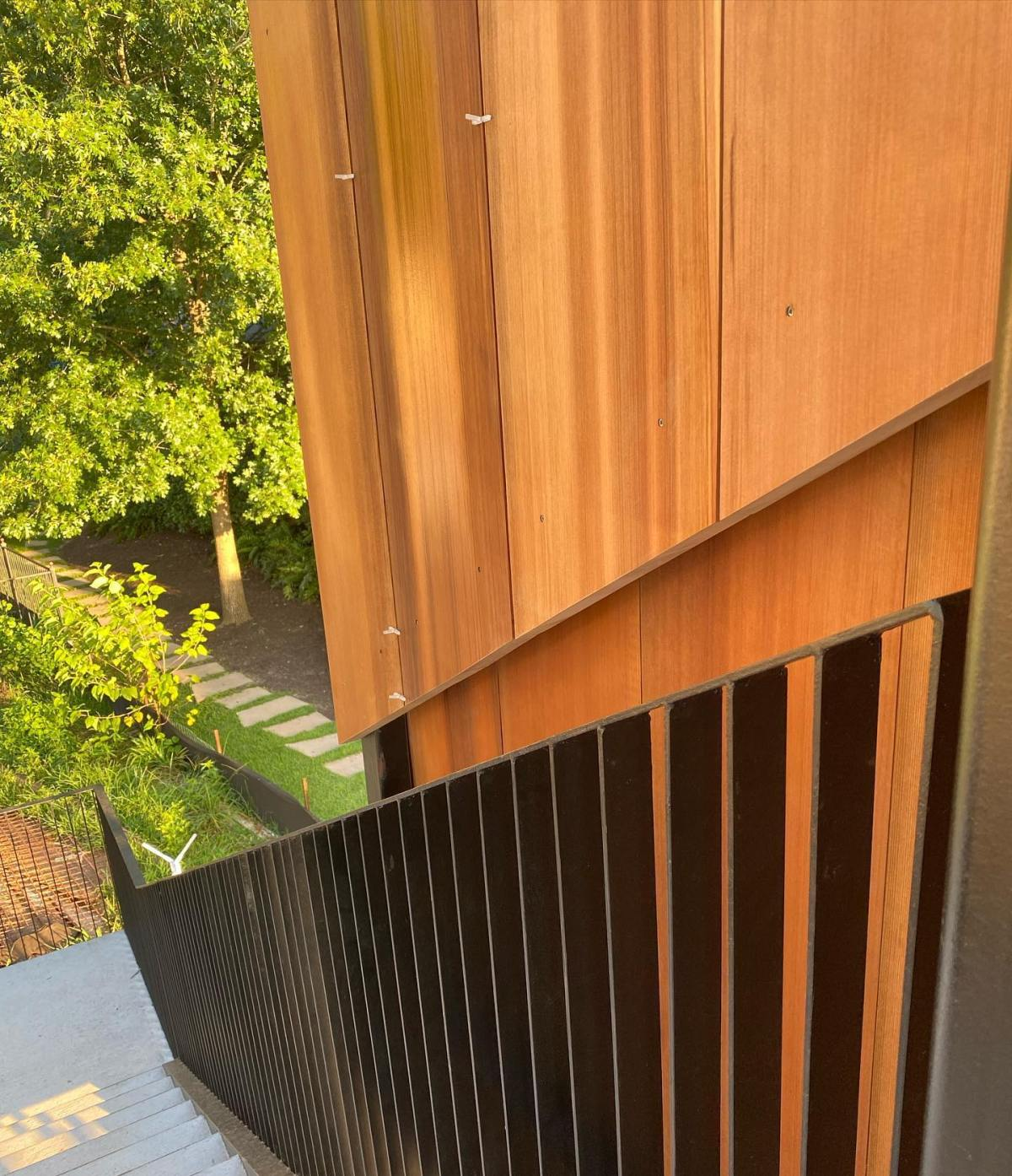 Custom milled cedar with bespoke steel hand railing designed by @breckstudio built by @foursquarebuilders