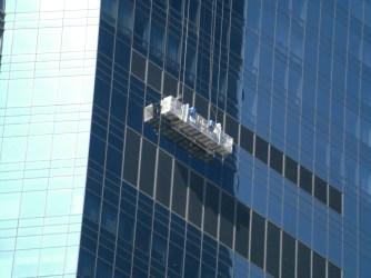 Fensterputzer in luftiger Höhe