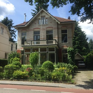 witte baksteen huis met rood, Oosterbeek, Gelderland