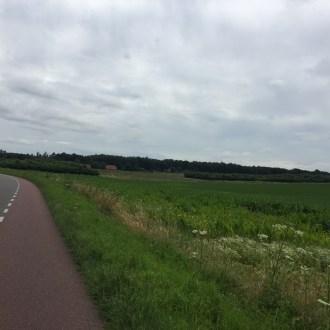 fietspad naast veld, Milsbeek, Limburg