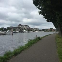 gebouwen en kanaal