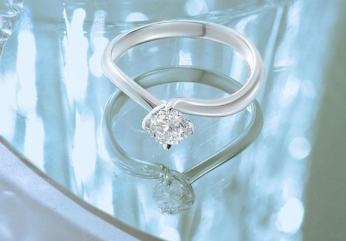 Sejarah di Balik Cincin Berlian Wanita Sebagai Simbol Pertunangan