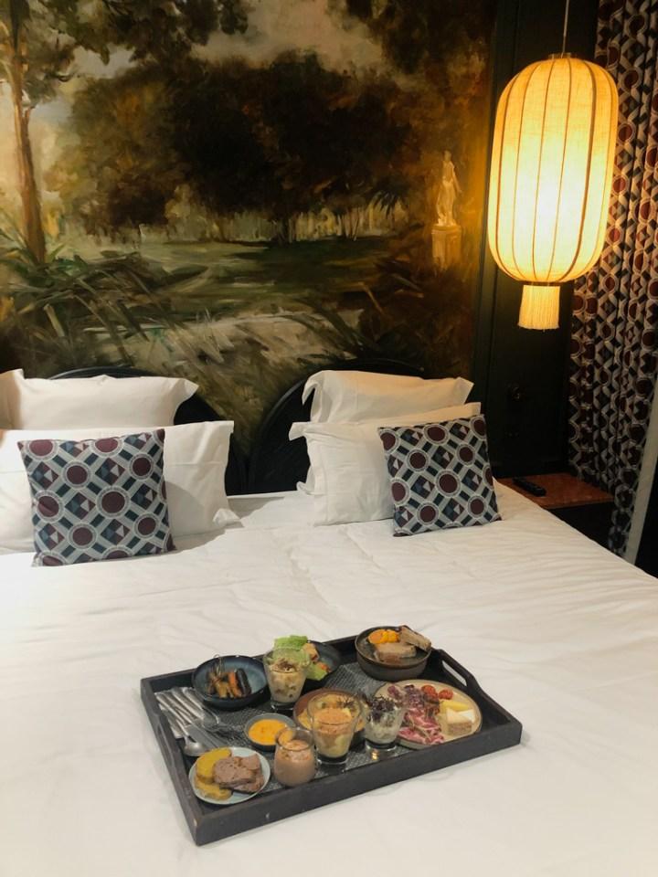 Room Service de l'hôtel Monte Cristo