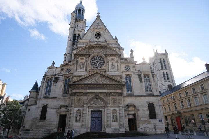 Eglise qui abrite les reliques de Ste Geneviève patronne de Paris