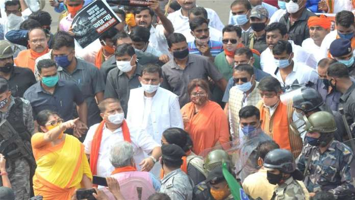 Kolkata police opened chemical water on BJP workers