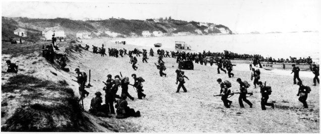Operation-Torch-troops-hit-the-beaches