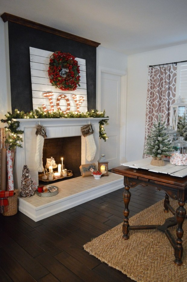 cottage christmas mantel decorating ideas