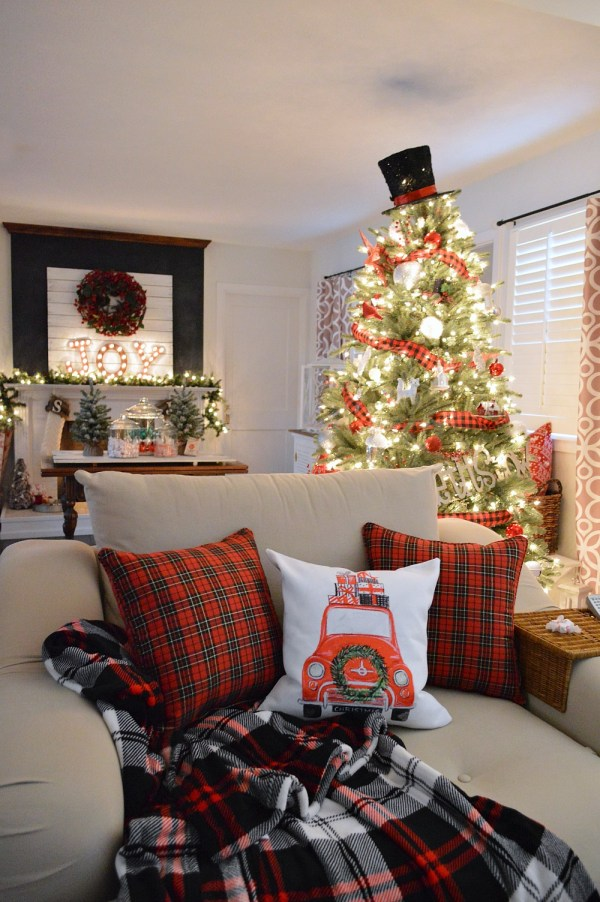 Christmas In Cottage Kitchen - Fox Hollow