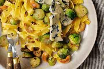 Spruitjes roerbakken pasta