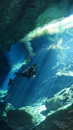 Chac-mool diving