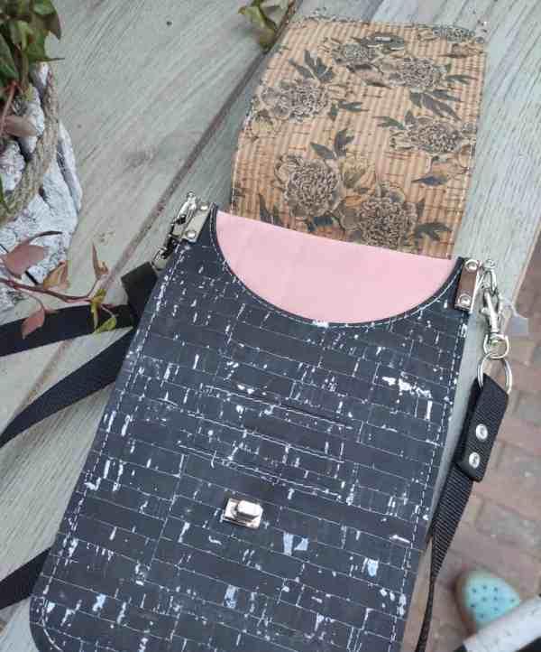 Minimalistisch telefoon tasje zwart met vogels binnenkant