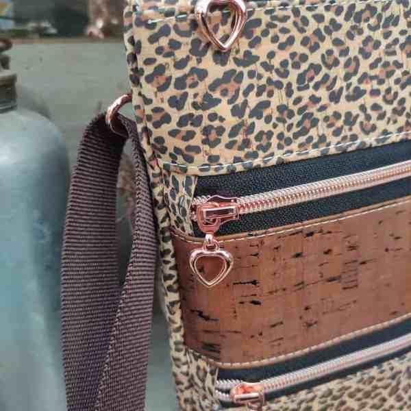 Panterprint cross body tas detail