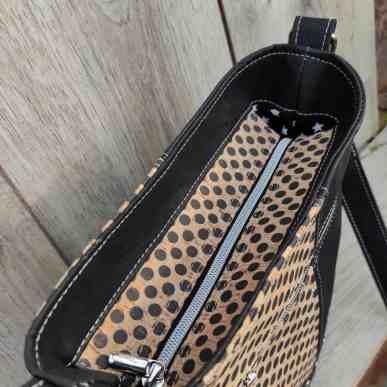 2 kleuren schoudertas kurk zwart met leuke stippen bovenkant