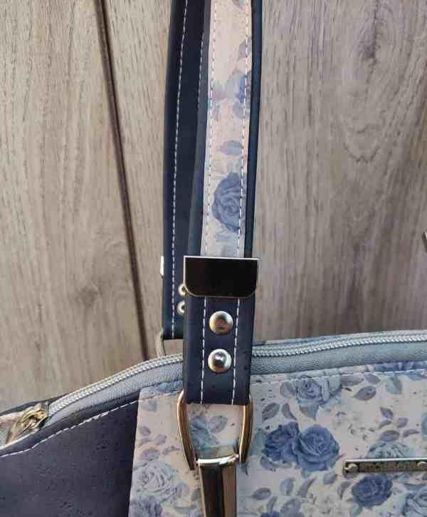 Schoudertas kurk met blauwe rozen die de tas zeker uniek maken detail
