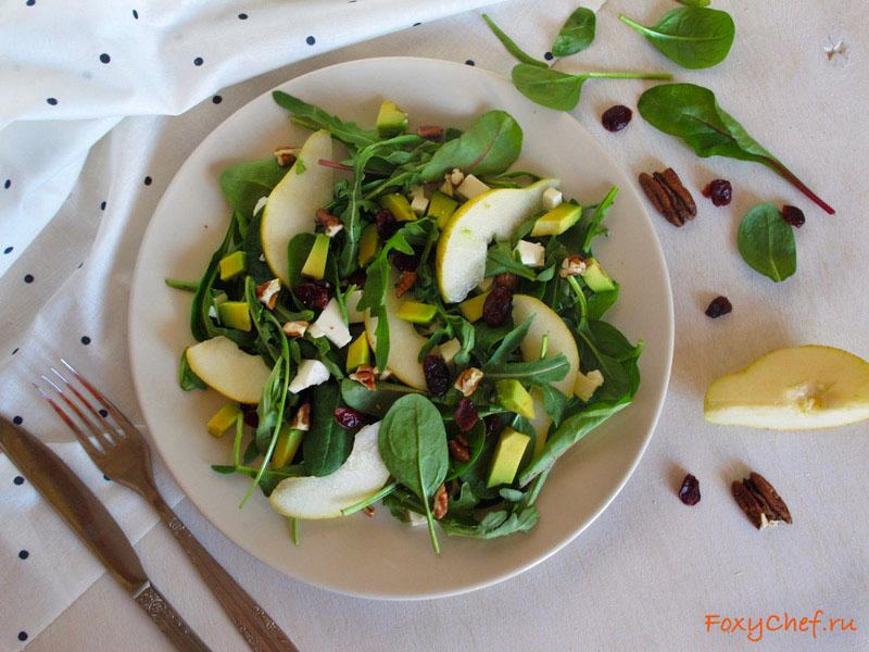Весенний салат с грушей, фетой и авокадо