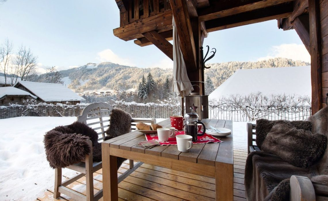 Chalet exterios seating