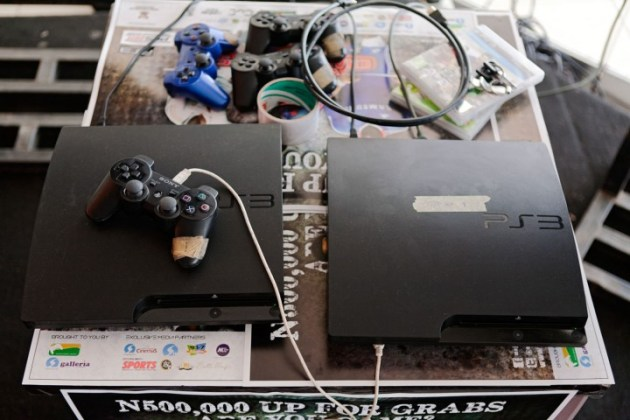 "Ikeja Mallで開催された""Major Gaming League""では、このPS3を使用。大会種目はFIFA、ウイニングイレブン、Street Fighter x 鉄拳、Call of Duty、Burnout Paradise。"