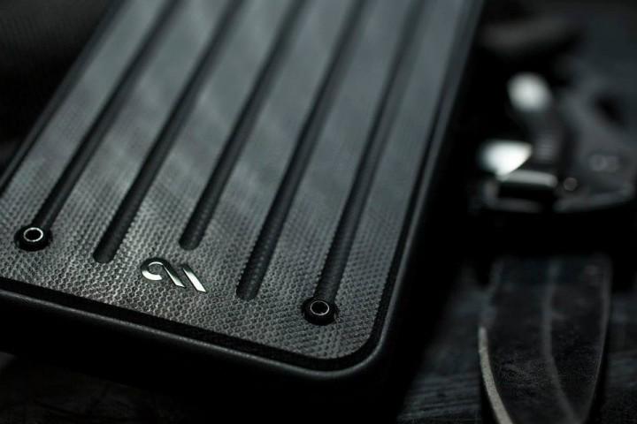 これは欲しい!「実銃の素材」で作られたiPhoneケース(2色)