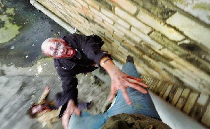 襲い来るゾンビの群れから逃げ切れ!迫力のリアル『Dying Light』POV