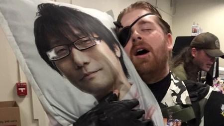 「小島監督の抱き枕(両面タイプ)」発売、早速愛されまくる